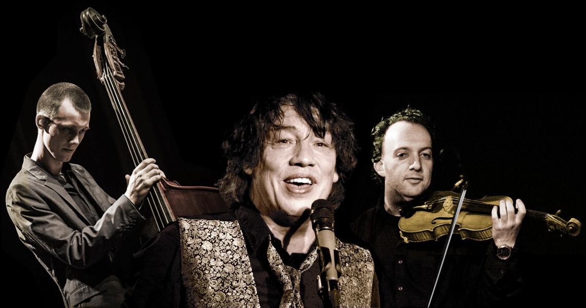 Kuvassa ovat konsertin esiintyjät Karsten Troyke, kitara ja laulu Daniel Weltlinger, viulu Martin Buhl Staunstrup, basso.